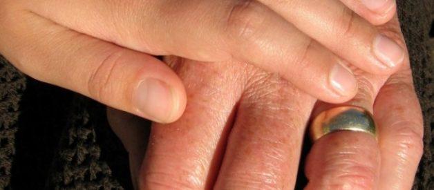 La pelle secca negli anziani: cause e rimedi